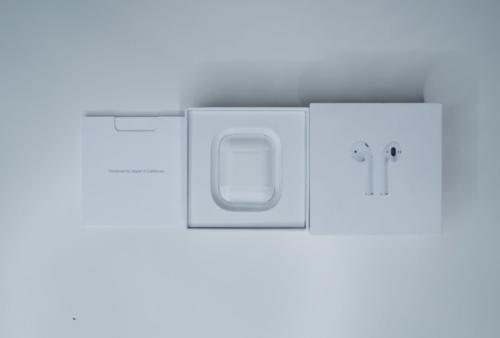 AirPods - Charging Case